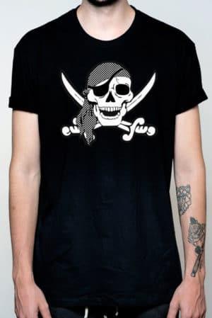 Camiseta hombre calavera pirata blanco y negro